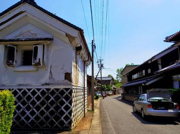 旧街道特有の古い蔵