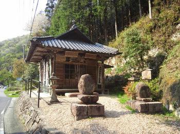 論栃岩滝山観音堂